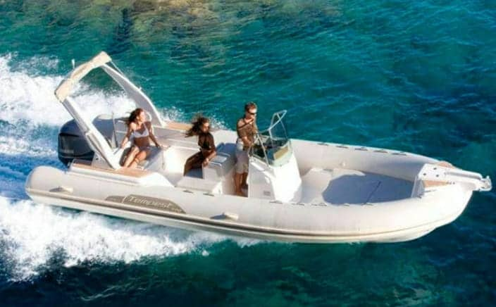 Alquilar barco tempest 770 en Menorca